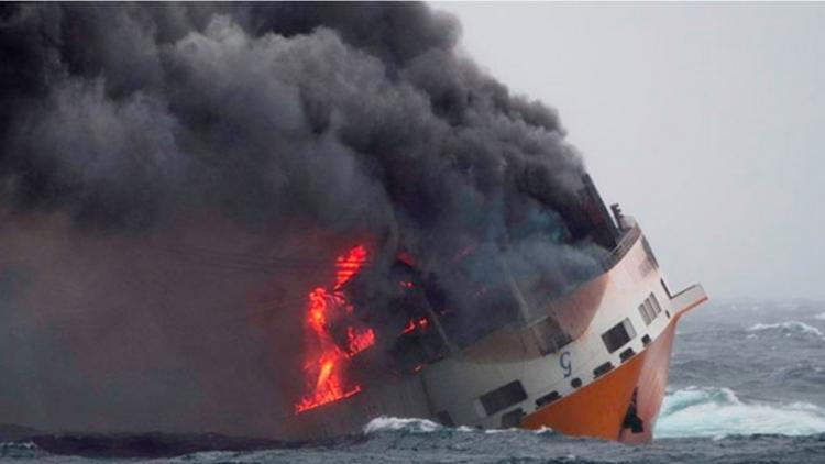 Βυθίστηκε πλοίο με 2.000 αυτοκίνητα της Audi και της Porsche