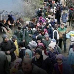 «Πνίγουν» την Ελλάδα – «Καραβάνι» 40.000 παράνομων μεταναστών κατευθύνεται στον Έβρο