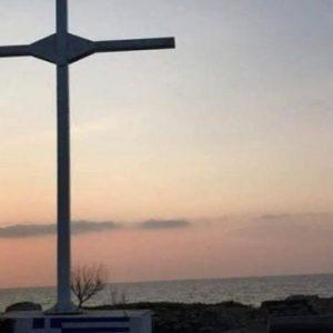 Συγκίνηση- Ενάντια σε όλους και όλα: «Εμείς θα κρατάμε την Ελληνική σημαία και το Σταυρό ψηλά»