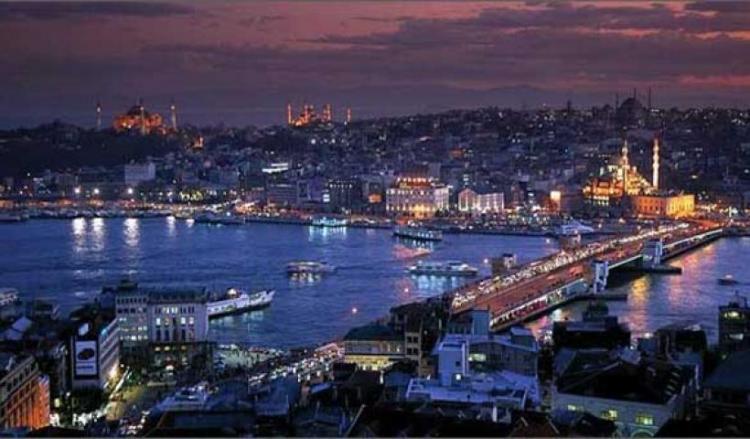 Η απώλεια της Κωνσταντινούπολης από τον σουλτάνο είναι και η αρχή της πραγμάτωσης του θρύλου για το ΠΟΘΟΥΜΕΝΟ.
