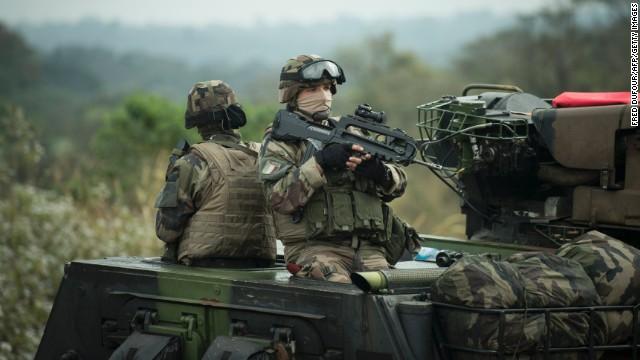 Η Γαλλία Στέλνει Στρατεύματα Και Τάνκς Στα Ρωσικά Σύνορα!