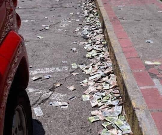 Αυτος ειναι ενας δρομος στην Βενεζουελα , ποιος σου εγγυατε οτι δεν θα εχεις και εσυ δρομους σαν και αυτους συντομα;