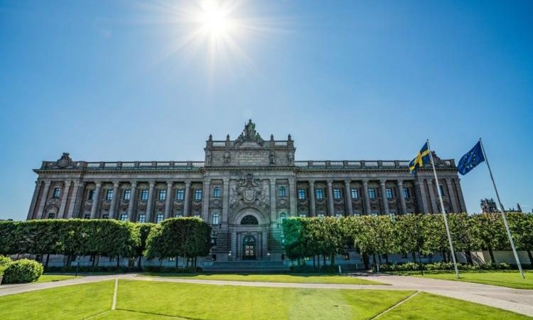 ΣΟΚ στην Σουηδία: Ποιοι φοβούνται ότι θα γίνει πόλεμος, μεταξύ Χριστιανών και Μουσουλμάνων!!!!