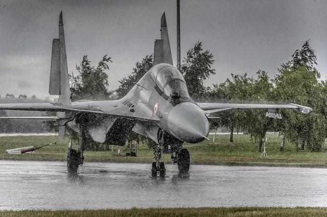 SU-27 Και TU-160: Η Απάντηση Της Ρωσίας Στο ΝΑΤΟ Πάνω Από Την Κριμαία (Vid)