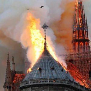 Η Παναγία των Παρισίων Κάηκε – Μαζί της και η Ευρώπη