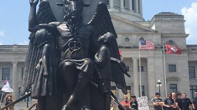 Παγκόσμια εμφάνιση των σατανιστών με το άγαλμα του Βάαλ – Ζητούν αποχριστιανοποίηση και αλλαγές στον πλανήτη (ΒΙΝΤΕΟ)
