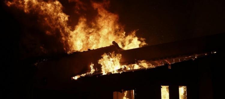 Φωτιά σε κέντρο της ΕΥΠ δίπλα από το Στρατηγείο Διοίκησης Ανατολικής Μεσογείου