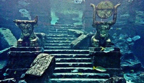 Κάτι σαν Αρχαίος Υποθαλάσσιος Διάδρομος Προσγείωσης Νότια της Σαντορίνης και Άλλες Μυστηριώδεις Υποβρύχιες Δομές στο Αιγαίο
