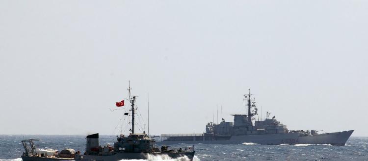"""«Πρωθυπουργός» ψευδοκράτους: «Η """"Νότια Κύπρος"""" θα διαλυθεί» – Τουρκικά πολεμικά πλοία στην κυπριακή ΑΟΖ (βίντεο, φωτό)"""