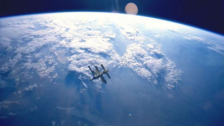 Μυστηριώδες Σκάφος Είναι σε Τροχιά Γύρω από τη Γη για 720 ημέρες και Όλοι Αναρωτιούνται τι Είναι. Μόνο η Π.Α. των ΗΠΑ ξέρει!