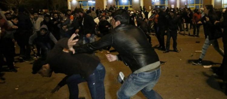 Aλλοδαποί πολιορκούν τον σταθμό Λαρίσης – Συμπλοκές με πολίτες (upd, φωτό, βίντεο)