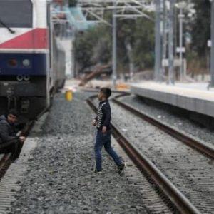 Συνεχίζεται η άλωση: Αλλοδαποί έκλεισαν (και) τον σταθμό της Μαλακάσας επειδή δεν θέλουν να πληρώσουν εισιτήριο!