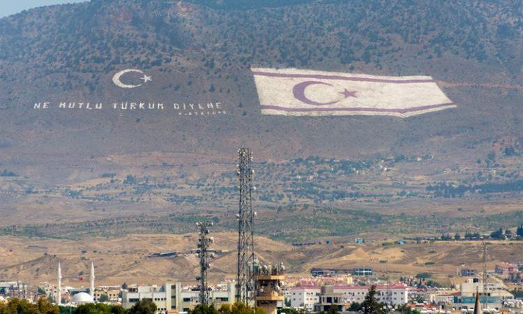 Προς κ. Αναστασιάδη. Δεν μπορείτε , ετοιμάστε την ΕθνικήΦρουρά και διώξτε τη σημαία του ψευδοκράτους από τον Πενταδάκυλο . Ερχόμαστε !!