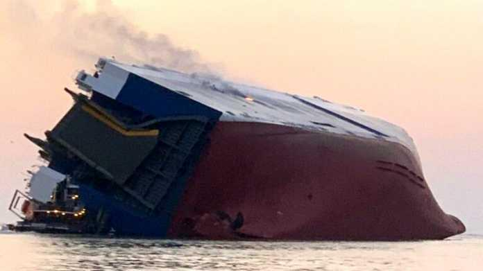 Πλοίο ανατράπηκε ανοιχτά της Τζόρτζια – Αγνοούνται ναυτικοί
