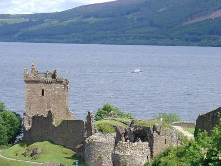 Υποβρύχια κάμερα καταγράφει το τέρας Loch Ness για πρώτη φορά. Τι λένε οι επιστήμονες