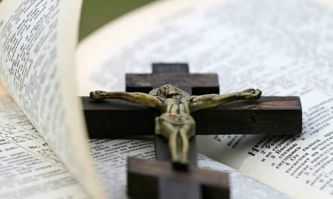 ΣΟΚ! Σε ποια ελληνική πόλη απαγορεύτηκε η προσευχή και ο σταυρός σε παιδικούς σταθμούς