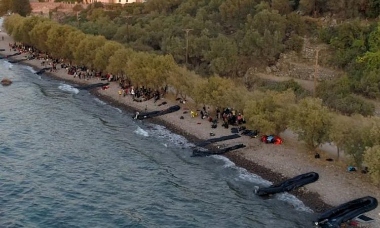 Καλά δεν βλέπετε, ότι αποβιβάζονται στην Λέσβο με τα μεταχειρισμένα μαύρα φουσκωτά των ειδικών δυνάμεων της τουρκίας;