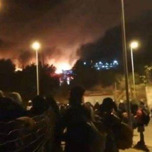Σάμος: Μαχαιρώματα, φωτιές και κλειστά σχολεία – Νύχτα κόλασης στο νησί
