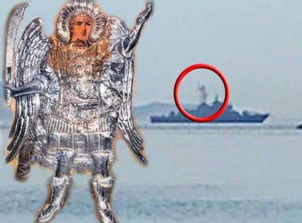 Η φιγούρα του ΠΑΝΟΡΜΙΤΗ που  φαίνεται να « περιπολεί»   πάνω σε πολεμικό σκάφος έδειχνε από το 2015 αυτό που βιώνουμε σήμερα.