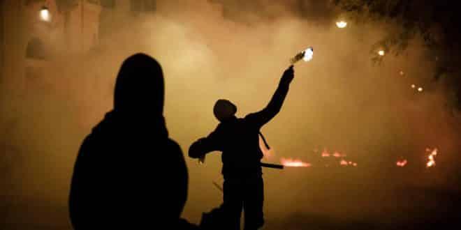 «Αν η Δεξιά θέλει νεκρό θα τον έχει»: Μήνυμα ΠΟΛΕΜΟΥ και ΧΑΟΥΣ στους δρόμους της Αθήνας (ΒΙΝΤΕΟ)