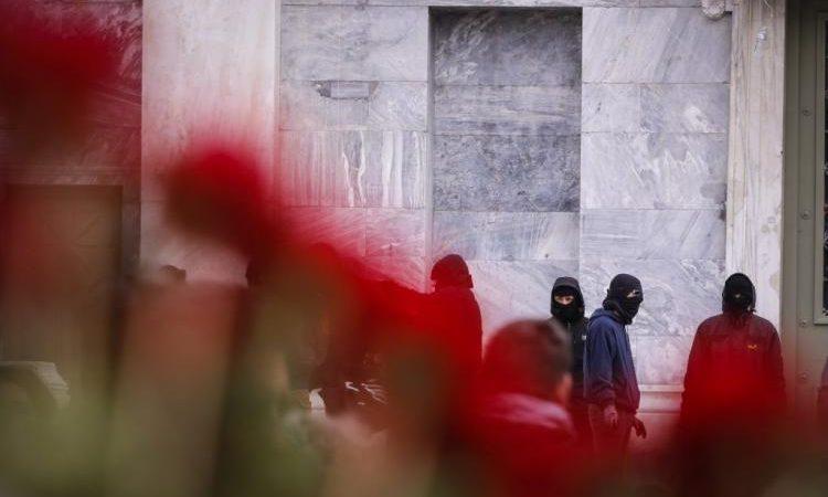 Καλάσνικοφ και Ισλάμ απειλούν την Ελλάδα μέσα στα «σπλάχνα» της – Δείτε την «ωμή» αλήθεια (ΒΙΝΤΕΟ)