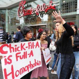 ΗΠΑ: Το Chick-fil-A παραδόθηκε στο bulling των LGBT
