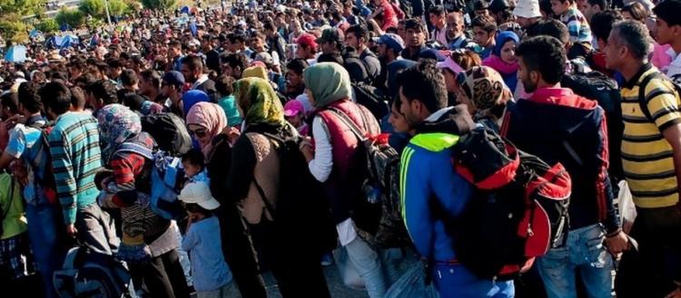 «Χάος» στα Γιαννιτσά: Οι δυνάμεις ασφαλείας «έσπασαν» το μπλόκο κατοίκων για να περάσουν οι αλλοδαποί (βίντεο)