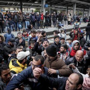 Οργανωμένη άφιξη μουσουλμάνων στην Σπάρτη – «Είναι πολλά τα λεφτά των ΜΚΟ» φώναζαν οι πολίτες (ΒΙΝΤΕΟ)