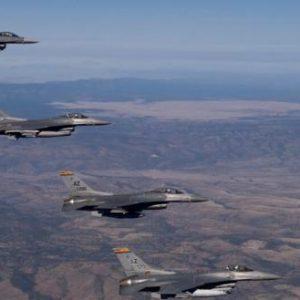 Ελληνικά F-16 πετούν πάνω από τα Κατεχόμενα: Συνοδεύουν αμερικανικά στρατηγικά βομβαρδιστικά B-52!