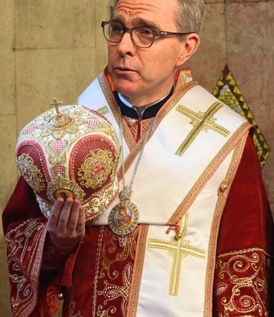 Κληρικός, Υπερ-Πράκτωρ ΚΑΤΑΣΚΟΠΟΣ ΔΑΒΙΔ ΜΠΑΛΦΟΥΡ, ΜΕΣΩ ΑΓΙΟΥ ΟΡΟΥΣ