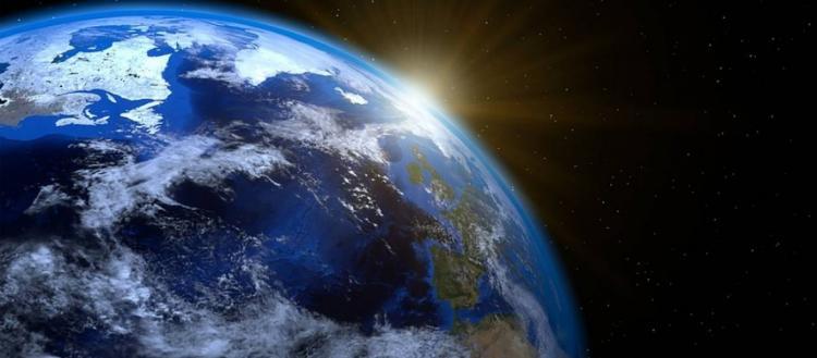 Κίνδυνος να εκτεθούμε σε επιβλαβή ακτινοβολία – Μετακινείται ο μαγνητικός βόρειος πόλος της Γης