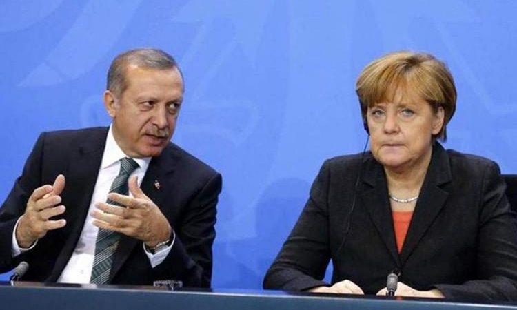Προς Άνκελα Μέρκελ . Θα τιμωρηθείς για την προσβολή . Σου έρχονται 1.000.000 μετανάστες- πρόσφυγες και η ακύρωση της συμφωνίας των Πρεσπών πιο σύντομα.
