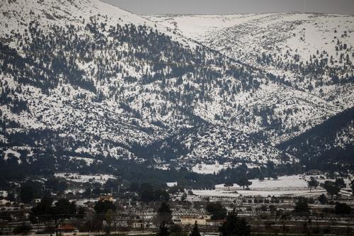 Μεγάλοι όγκοι χιονιού σε βουνά της Αττικής και της Κρήτης – Άχιονες παραμένουν οι ορεινές περιοχές σε Ήπειρο και Μακεδονία