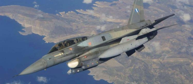 Κλιμάκωση: Δύο τουρκικά πολεμικά πλησιάζουν την φρεγάτα «Νικηφόρος Φωκάς» – Σε ετοιμότητα ελληνικά F-16 από Κρήτη