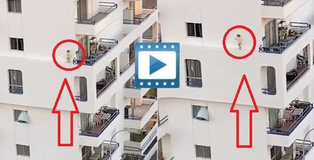 Ισπανία: Μικρό κοριτσάκι περπατά στο περβάζι κτιρίου ενώ η μητέρα της έκανε ντους!
