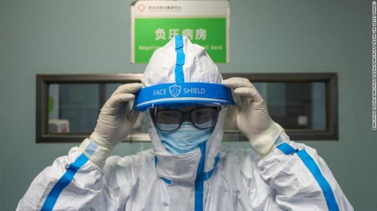 Αυτό δεν είναι ΕΠΙΔΗMIA, μήπως είναι ΠΑΝΩΛΕΘΡΙΑ για το νοσηλευτικό προσωπικό;  1700 γιατροί  νόσησαν σε λίγες μέρες στην Κίνα.