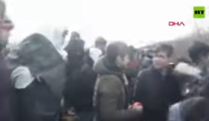 Κόψανε Οι Μετανάστες Τον Φράχτη Στον Έβρο, Αλλαχ Ακμπαρ φωναζουν…