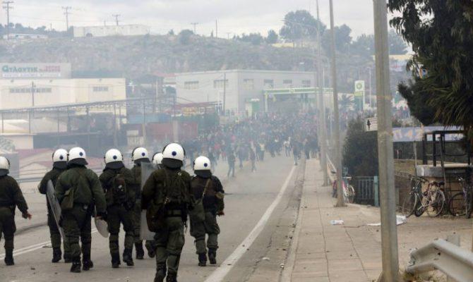 EKTAKTO: Νέα επιδρομή Αφγανών στην πόλη της Μυτιλήνης – Κατέλαβαν την κεντρική πλατεία – Ενισχύονται & φέρουν όπλα