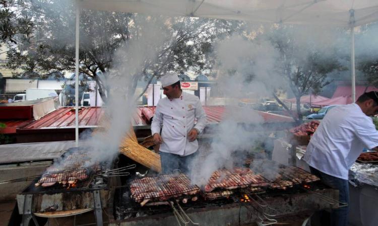 Φόρος στο κρέας: Αλλάζουν οι τσικνοπέμπτες μας (ΒΙΝΤΕΟ)