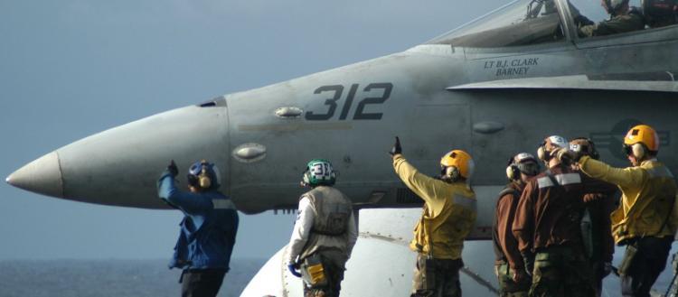 «Εκτός μάχης» το USS Theodore Roosevelt λόγω κορωνοϊού: Ραγδαία αύξηση των κρουσμάτων στο αεροπλανοφόρο