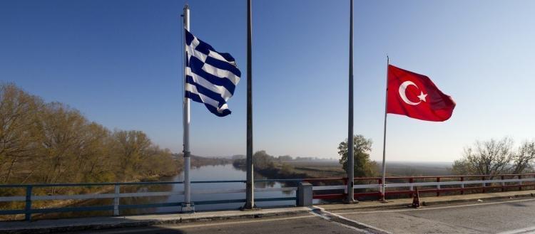 Έβρος: Απίστευτες προκλήσεις των Τούρκων – Ρίχνουν χημικά για να περάσουν οι λαθρομετανάστες (βίντεο)