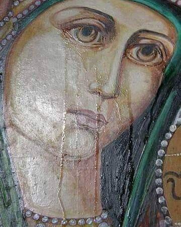 Μέσα από το Ιερό Βήμα ακούστηκαν άγριες φωνές:  « φύγε από εδώ και μην ξαναπατήσεις το πόδι σου και μη τυχόν κάνεις ΘΕΙΑ ΛΕΙΤΟΥΡΓΙΑ»