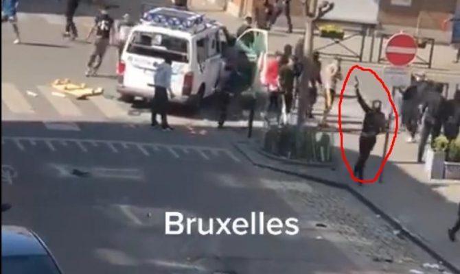"""Η Ευρώπη υπό """"πολιορκία"""": Αλλοδαποί στις Βρυξέλλες πυροβολούν στον αέρα – Λεηλάτησαν περιπολικό & άρπαξαν όπλο αστυνομικού"""