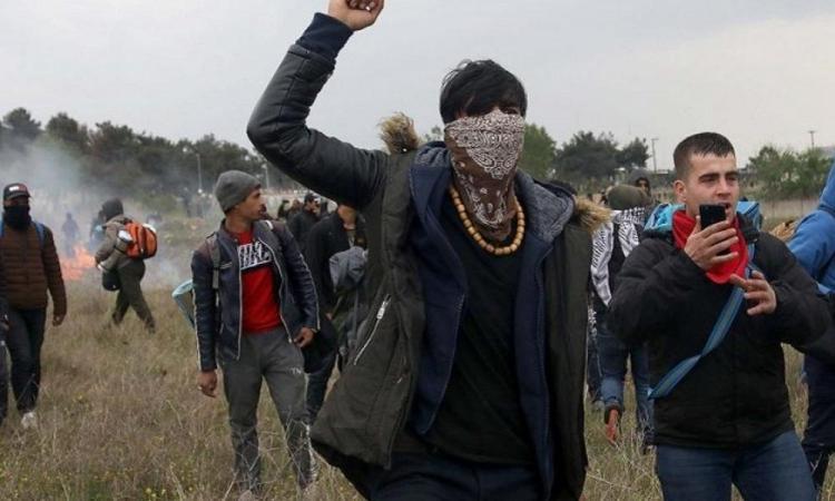 """Σοκάρουν τα μηνύματα αλλοδαπών: """"Κάψτε την Ελλάδα!"""" – Σχέδιο εσωτερικής αποσταθεροποίησης."""