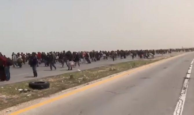 Ωωω θεέ μου! Μιλιούνια λ@θρο στα σύνορα Τυνησίας-Λιβύης, μαντέψτε που πάνε!