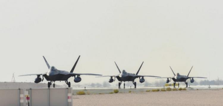 F-22 vs Su-57: Η σύγκριση που φέρνει χαμόγελα στους Αμερικανούς και πανικό στους Ρώσους