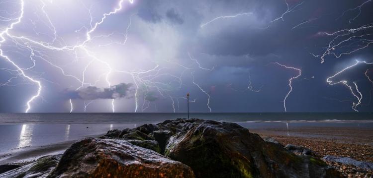Έκτακτο δελτίο ΕΜΥ: Τέλος η καλοκαιρία – Έρχονται βροχές και καταιγίδες.