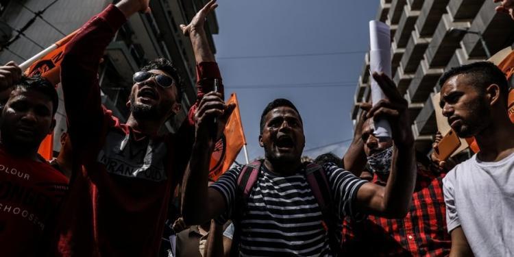 «Refugee lifes Matter!» Σύνθημα ξεσηκωμού από αριστερούς και αλλοδαπούς επειδή τους κόβουν τα επιδόματα (ΒΙΝΤΕΟ)