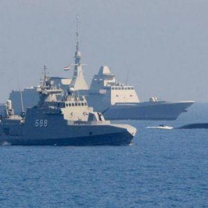 """Ο Αιγυπτιακός Στόλος σε απόσταση """"αναπνοής"""" από τον τουρκικό – Βίντεο./Συναγερμός στην Αίγυπτο: Κατάσταση ύψιστης ετοιμότητας του Στρατού ζητά ο Υπουργός Άμυνας."""
