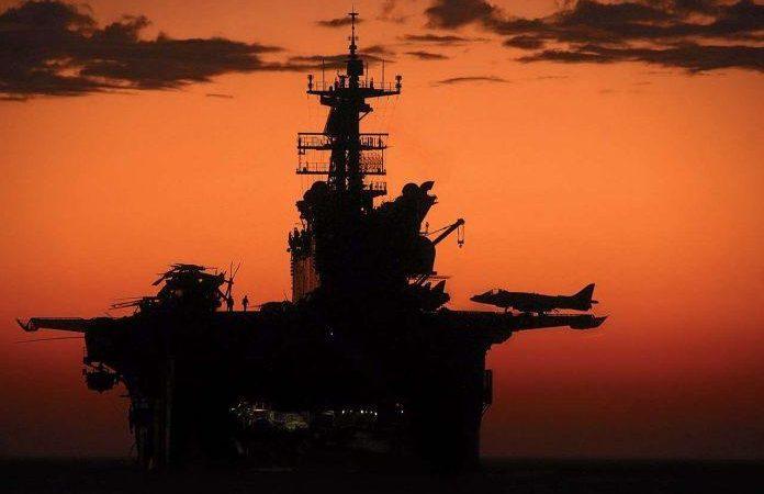 Οι ΗΠΑ στέλνουν δύο αεροπλανοφόρα στη Νότια Σινική Θάλασσα την ώρα που η Κίνα κάνει ασκήσεις στην περιοχή.